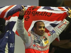 Lewis Hamilton, munduko txapeldun amaiera ikusgarrian 21113_hamilton_dest_2
