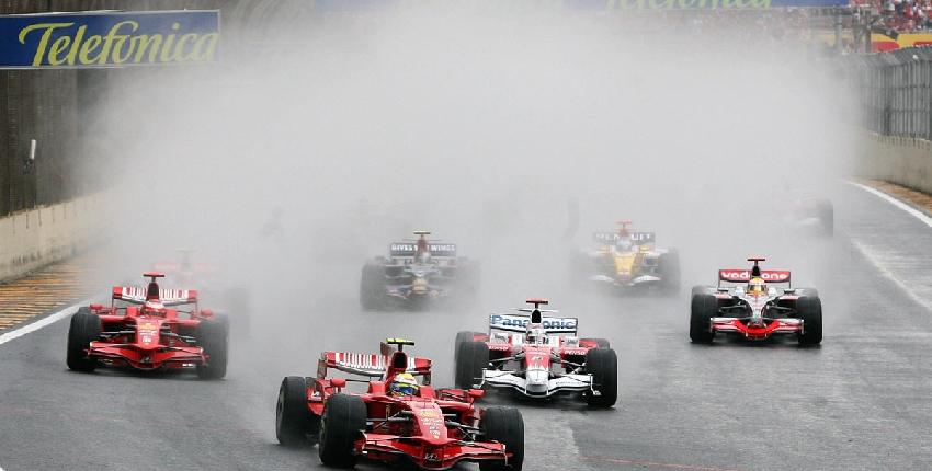 Lewis Hamilton, munduko txapeldun amaiera ikusgarrian 21119_autoak_ura_grande