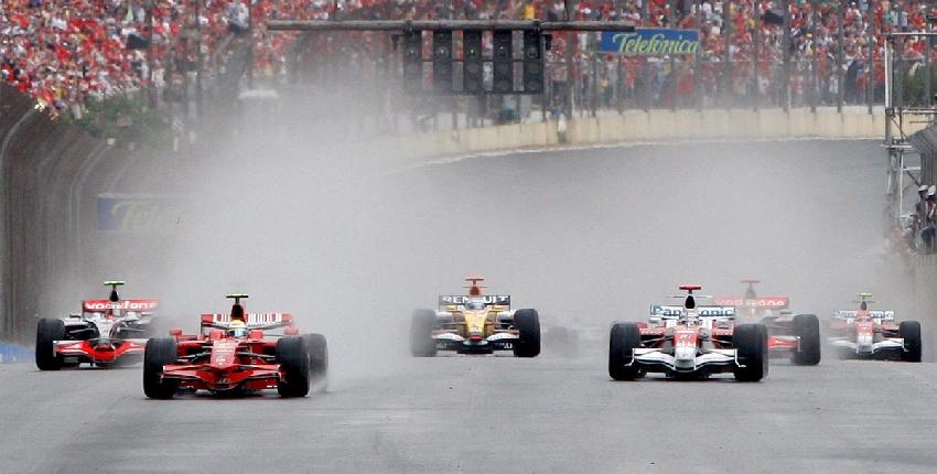 Lewis Hamilton, munduko txapeldun amaiera ikusgarrian 21120_autoak_ura_2_grande