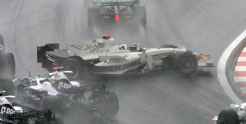 Lewis Hamilton, munduko txapeldun amaiera ikusgarrian 21121_accidente_grande