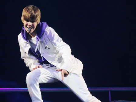 Justin Bieber pop abeslari kanadarra.