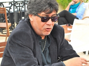 http://www.eitb.com/multimedia/images/2010/09/30/355653/355653_Luis_Sepulveda_Biarritz_1_dest_2.JPG