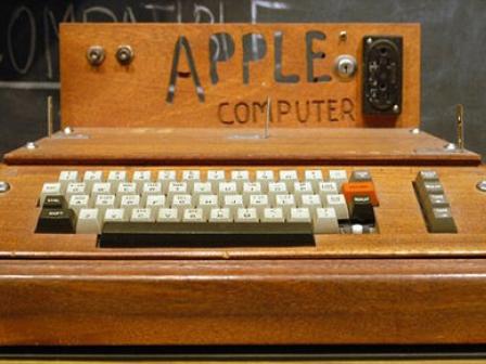 Horrelakoa zen Steve Jobsen Apple-1 lehen ordenagailua. Argakzia: Gizmodo.com