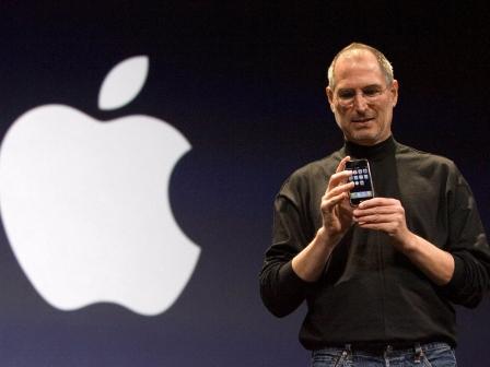 Steve Jobs iPhone berriaren aurkezpenean, 2009ko urtarrilaren 9an. EFEren artxiboko irudia.