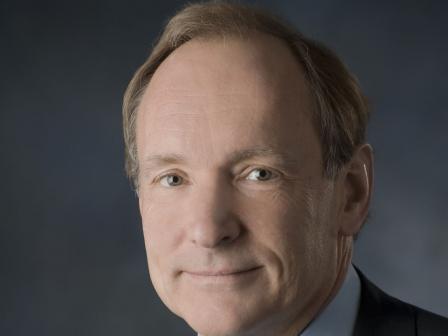 Sir Tim Berners-Lee Webgunearen sortzailea.