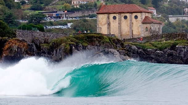 Mundaka, one of the best left-hand waves in the world