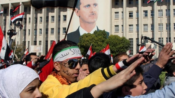 Bachar al Asaden aldeko manifestariak.