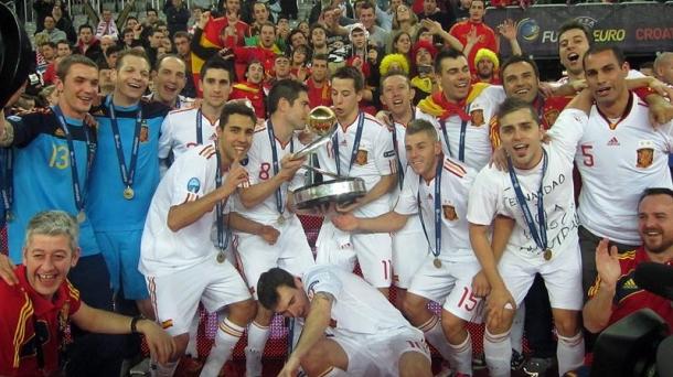 La selección de España festeja el título de Campeón de Europa. Foto: EFE