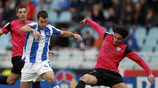 Agirretxe Sergio Sanchezekin lehian Reala-Malaga partidan. Argazkia: EFE