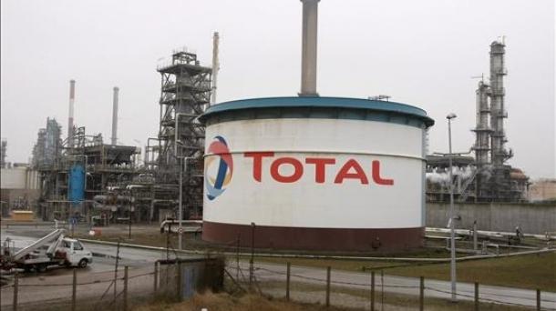 Total Frantziako enpresak Irango petrolioaren hornidura murriztu du.