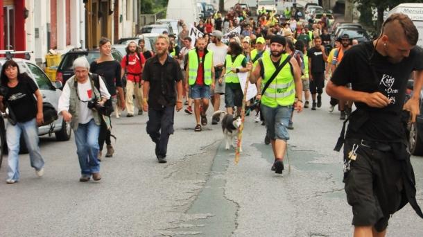 Des Indignés en marche au Pays Basque.