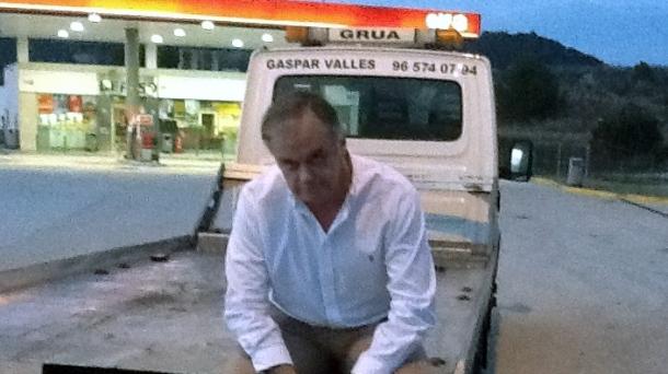 González Pons se queda 'tirado'. Foto: @gonzalezpons (Twitter)