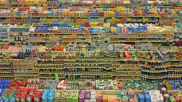 Productos en un supermercado. Foto de archivo