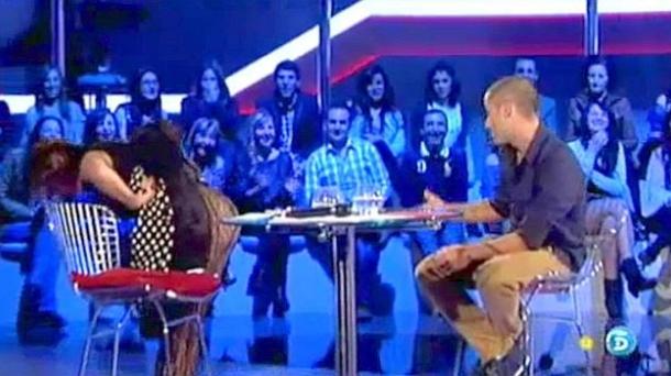 Mercedes Milá enseña el culo a un concursante de 'Gran Hermano'. Foto: Telecinco