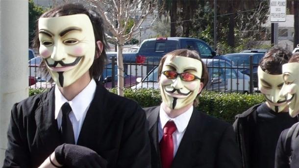 Anonymousek hainbat Gobernuetako webguneak hackeatu ditu.
