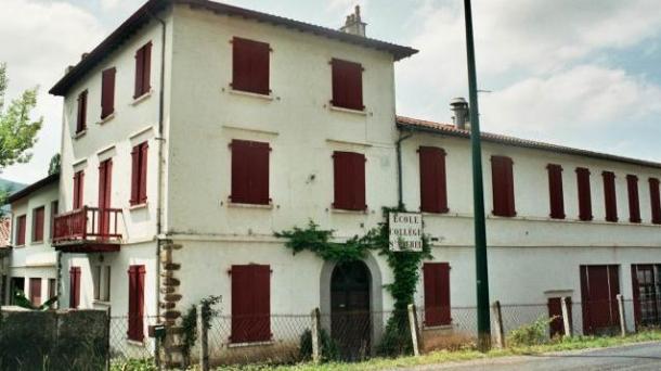 L'ancien collège Saint Michel à Saint-Juste-Ibarre (Basse-Navarre).
