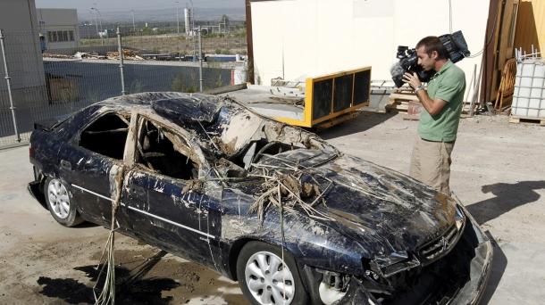 El coche quedó totalmente destrozado tras el accidente en Tudela. Foto: EFE