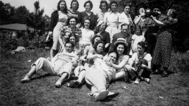 A group of youth from a Brooklyn Basque group in 1940.