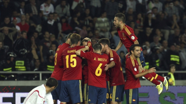 Spain began the defence of their world title with a laboured 1-0 victory.