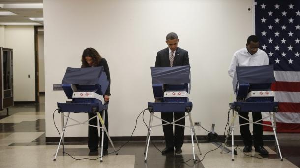 El presidente Obama votó por adelantado para las elecciones del martes. EFE
