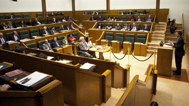 El Ejecutivo de Iñigo Urkullu ha entregado hoy en el Parlamentoel proyecto de Presupuestos.Foto: EFE