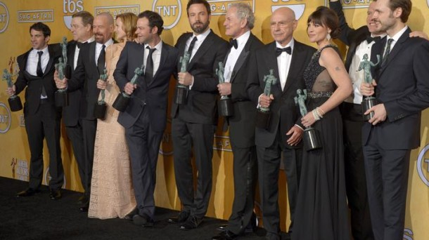 Ben Affleck and the Argo staff. Photo: EFE