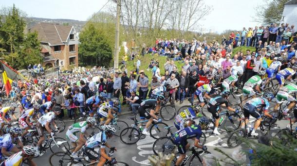 En el Giro compiten 23 equipos con 9 corredores cada uno. Efe.