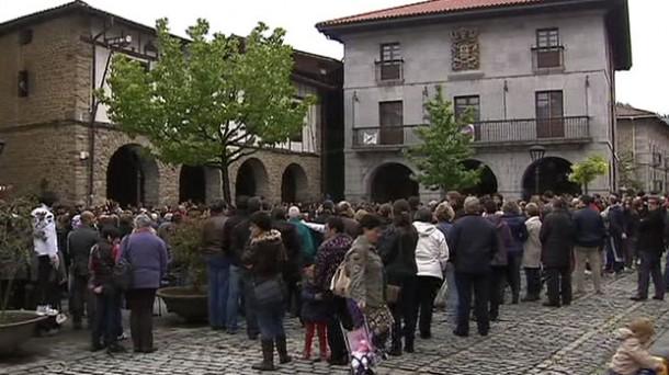 Concentración en Orozko contra el asesinato de Amagoia Elezkano. Foto: EiTB