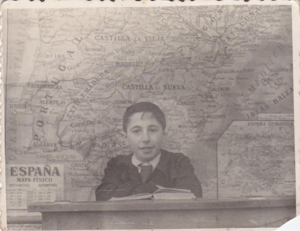 Luis Iriondo Floreaga salestar ikastetxean. Azkoitia, 1941