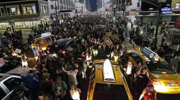 Disturbios en EEUU ante el veredicto por la muerte de Michael Brown. Foto: EFE