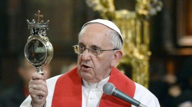 El papa se encuentra de visita apostólica en Nápoles. Foto: EFE
