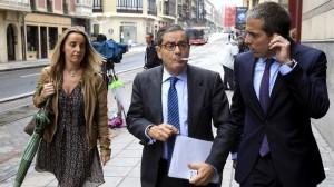La juez abre juicio oral contra Mario Fernández y Mikel Cabieces