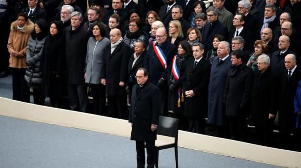 Hollande, en el homenaje a las víctimas. Foto: Efe