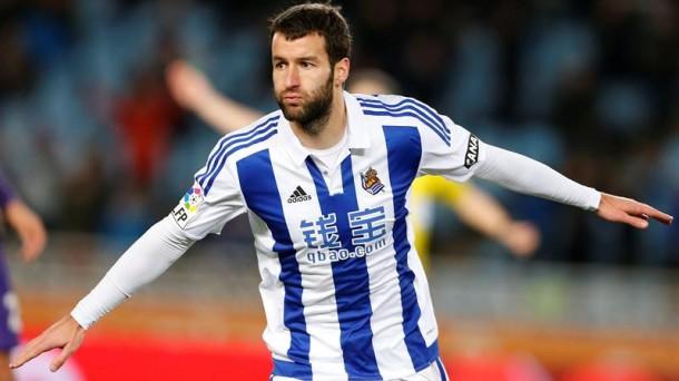 Imanol Agirretxe celebra el gol marcado al Málaga, el último partido que jugó. Foto: EFE