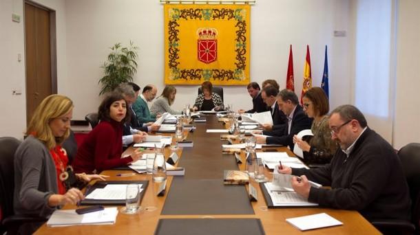 La mesa de portavoces del Parlamento de Navarra. Foto: EFE