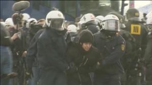 Detienen a 400 personas en una marcha contra el partido xenófobo AfD