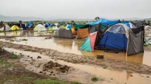 Grecia comienza a desalojar a los más de 8.000 refugiados en Idomeni