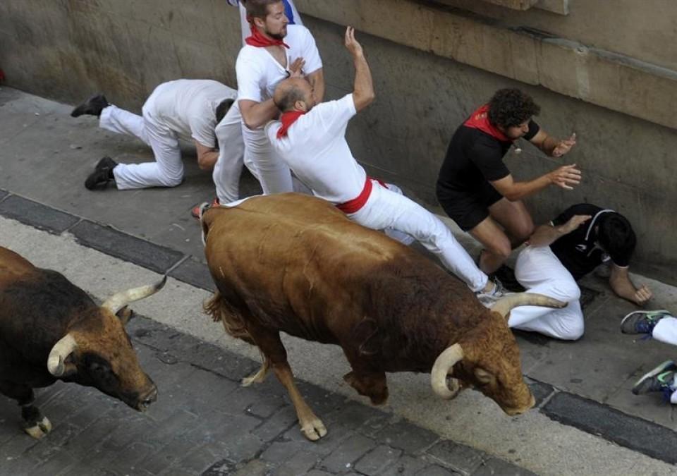 Quinto encierro de San Fermín con toros de Jandilla. Foto: EFE.