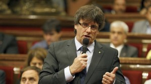 El Parlament desobedece al TC y da luz verde a romper con España