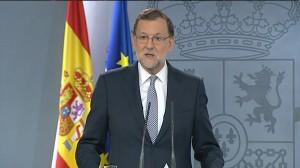 Rajoy acepta el encargo del rey pero no garantiza ir a la investidura