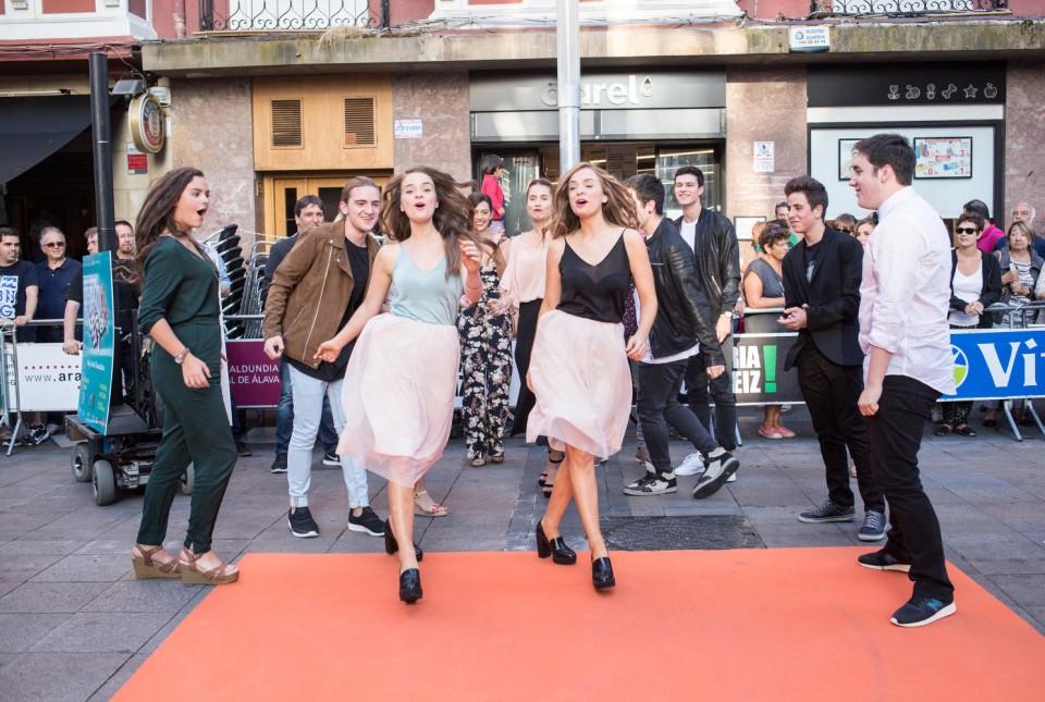 Los actores de 'Go!azen', en Vitoria-Gasteiz. (Foto: EiTB)