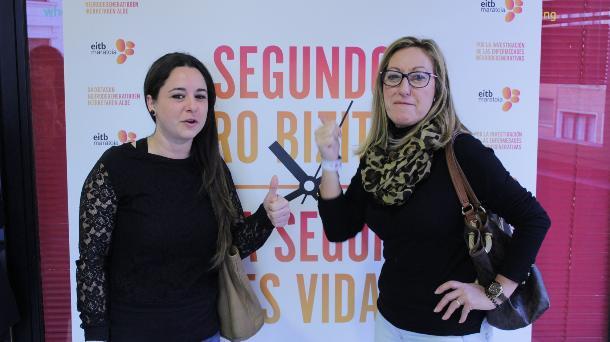 Izaskun Ateka y María Ángeles Díaz (Asoc. Alzheimer). Foto: EiTB.