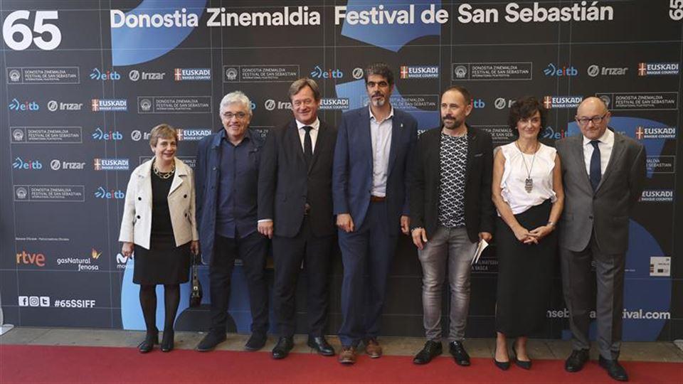 Miren Azkarate, Edu Barinaga, Bingen Zupiria, Eneko Goia, Denis Itxaso, Maite Iturbe eta Jose Luis Rebordinos. EFE