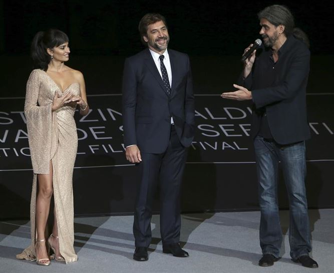 Penelope Cruz eta Javier Bardem belodromoan 'Loving Pablo' filmaren aurkezpenean. Argazkia: EFE